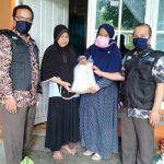 Risalah Charity salurkan beras kepada penjual jajanan sekolah